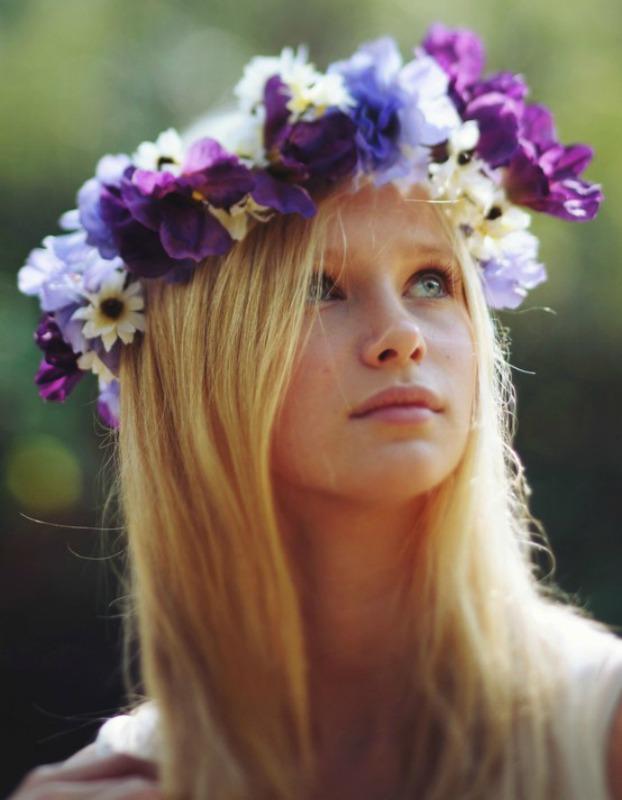 Цветочная эйфория: свадебные прически для невест с венками