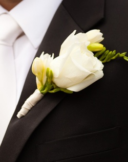Бутоньерка из розы