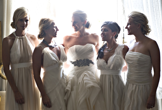 Подружки невесты в белом