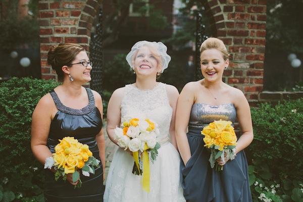 Ретро-свадьба Лорен и Тодда в желто-серых тонах
