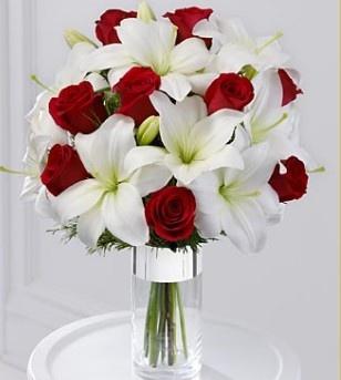 Букет свадебный белый с красным