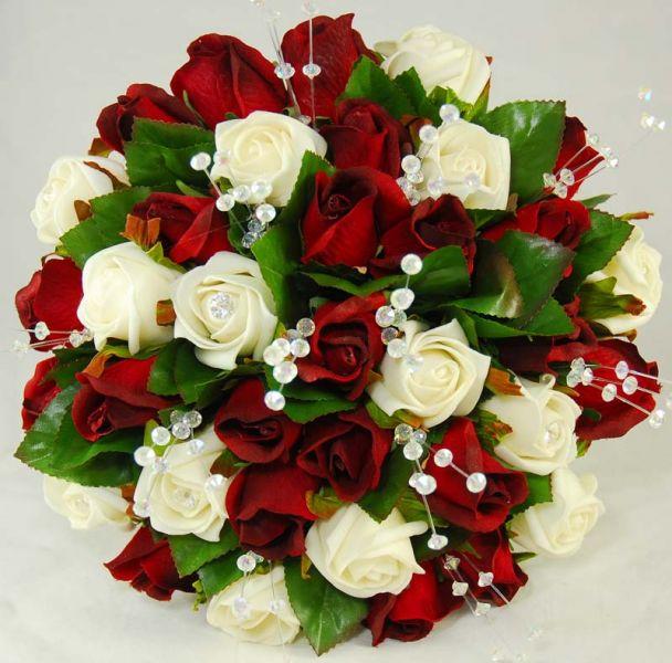 Свадебные красно белые букеты