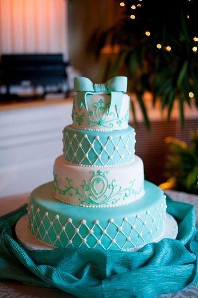 Торт с бирюзовыми цветами