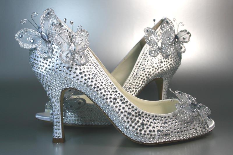Свадебные туфли с акцентами: жемчуг, перья, камни