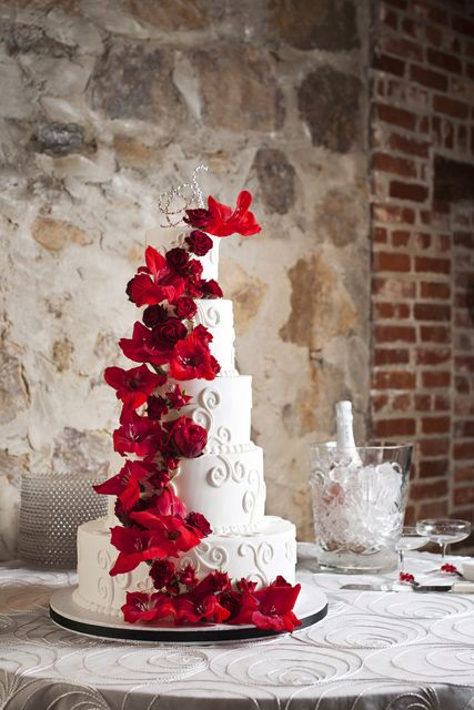 Красно-белое оформление свадьбы