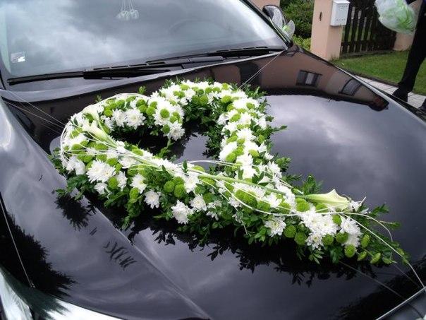 оформление свадебных машин цветами