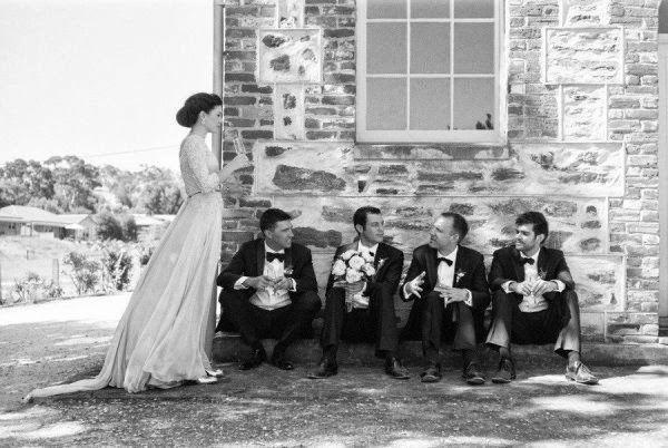 Невеста и друзья жениха: идеи для фото