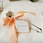 Столовые приборы как идея подарка для гостей на свадьб...