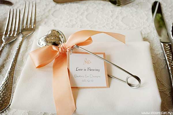 Столовые приборы как идея подарка для гостей на свадьбе