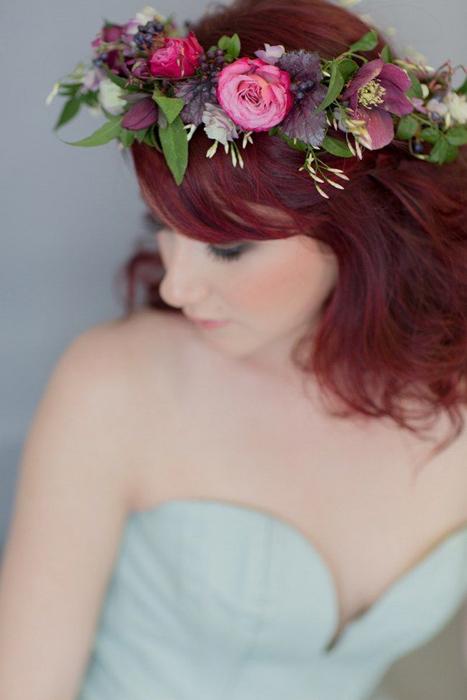 венок из живых цветов для невесты