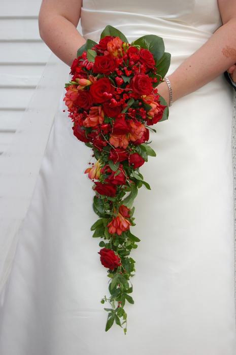 свисающий букет невесты