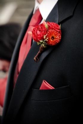 красная бутоньерка