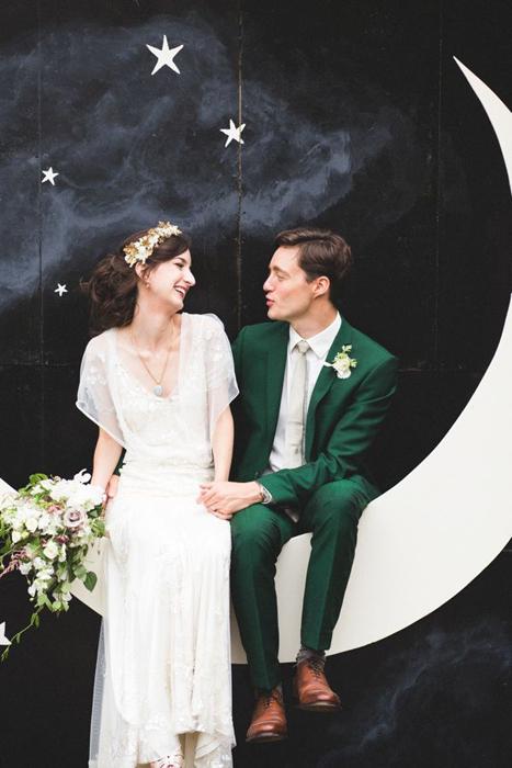 необычный костюм жениха