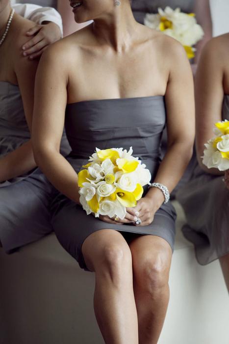 Желто-серая свадьба: образ дружек и бояр