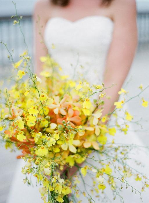 Какие цветы выбрать для свадебного букета весной