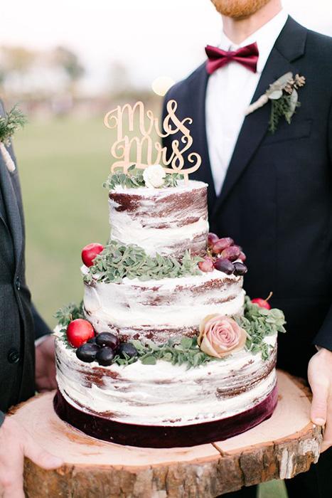 Свадебный торт с открытыми коржами