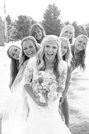 Идеи для фото невесты с дружками