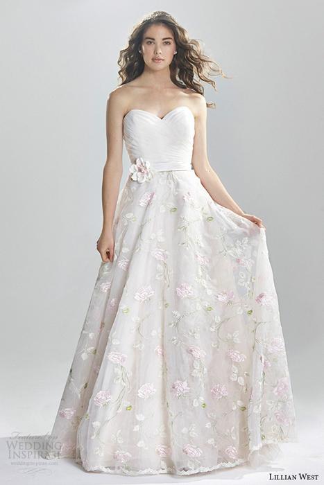 svadebnyye-platya-s-tsvetochnym-printom