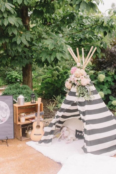 Шалаш в оформлении свадьбы в стиле бохо